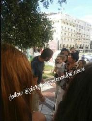 Ο Γιώργος με μια μικρή φαν στην πλατεία Αριστοτέλους στη Θεσσαλονίκη - 24 Σεπτεμβρίου 2017 Φωτογραφία: raniaiosifidou Instagram