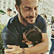 Ο Γιώργος με μια μικρή φαν στην Πλατεία Αριστοτέλους στη Θεσσαλονίκη - 24 Σεπτεμβρίου 2017