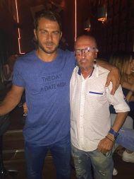 Ο Γιώργος με φαν στο Avanti Cafe Bar - 26 Αυγούστου 2017 Φωτογραφία: Spirakos Konstantinou Facebook