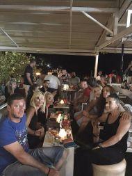 Ο Γιώργος με φίλους στο Venue στη Σκιάθο - 21 Αυγούστου 2017 Φωτογραφία: Ελένη Κυριακούλη Facebook