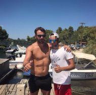 Ο Γιώργος με φαν στη Σκιάθο - 13 Αυγούστου 2017 Φωτογραφία: k__christofides Instagram