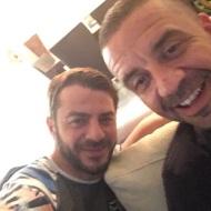 Ο Γιώργος και ο Άκης, ιδιοκτήτης του Avanti Cafe-Bar στο μαγαζί - 30 Σεπτεμβρίου 2017 Φωτογραφία: gregoreszakharias Instagram