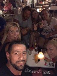 Ο Γιώργος με φίλους στο Venue στη Σκιάθο - 21 Αυγούστου 2017 Φωτογραφία: danos_ga Facebook