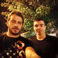 Ο Γιώργος μαζί με φαν στο Avanti Cafe-Bar στις 7 Σεπτεμβρίου 2017 Φωτογραφία: Πανος Ντουμης Facebook