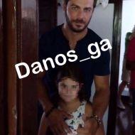 Ο Γιώργος με μια μικρή φαν στο σπίτι του Παπαδιαμάντη στη Σκιάθο - 14 Σεπτεμβρίου 2017 Φωτογραφία: danos_ga Facebook