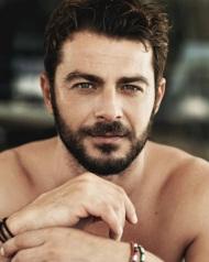 Ο Γιώργος στη φωτογράφιση από το περιοδικό People Φωτογραφία: llocq Instagram