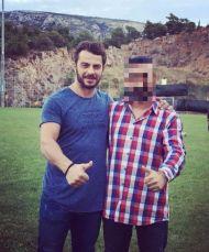 """Ο Γιώργος στο γήπεδο του Εθνικού Αστέρα στην Καισαριανή όπου βρέθηκε για τη συνέντευξη στα """"Παραπολιτικά"""" - 11 Οκτωβρίου 2017 Φωτογραφία: kostastak Instagram"""