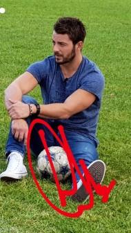 Ο Γιώργος στο γήπεδο του Εθνικού Αστέρα στην Καισαριανή κατά τη διάρκεια της συνέντευξης για τα Παραπολιτικά - 11 Οκτωβρίου 2017 Φωτογραφία: official_danos_ga Instagram