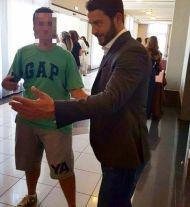 Ο Γιώργος μαζί με φαν στο Hilton Park Hotel στη Λευκωσία όπου παρευρέθηκε για το συνέδριο της Eurolife - 14 Οκτωβρίου 2017 Φωτογραφία: thanasis_risvanis9 Instagram