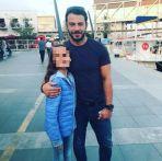Ο Γιώργος με μια μικρή φαν στο Παλιό Λιμάνι Λεμεσού στην Κύπρος στις 15 Οκτωβρίου 2017 Φωτογραφία: artemis_ioannou9 Instagram