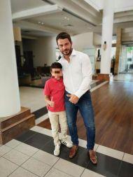 Ο Γιώργος μαζί με ένα μικρό φαν στο Hilton Park Hotel στη Λευκωσία όπου παρευρέθηκε για το συνέδριο της Eurolife - 14 Οκτωβρίου 2017 Φωτογραφία: 1mara_costa Instagram