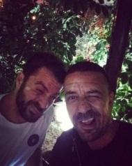 Ο Γιώργος με τον φίλο του Άκη στο Avanti Cafe-Bar στις 20 Οκτωβρίου 2017 Φωτογραφία: akis.passaris Instagram