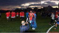 Ο Γιώργος μαζί με μικρούς φαν στο γήπεδο Τραχώνων στον Άλιμο, όπου συμμετείχε σε φιλανθρωπικό ποδοσφαιρικό αγώνα - 23 Οκτωβρίου 2017 Φωτογραφία: Panagos Tsantilas Facebook