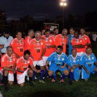 Ο Γιώργος με συμπαίκτες και αντιπάλους στο γήπεδο Τραχώνων στον Άλιμο όπου συμμετείχαν όλοι στον φιλανθρωπικό ποδοσφαιρικό αγώνα που διοργανώθηκε από τον Δήμο - 23 Οκτωβρίου 2017 Φωτογραφία: Panagos Tsantilas Facebook