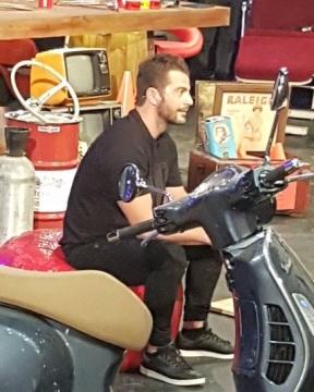 """Ο Γιώργος κατά τη διάρκεια του γυρίσματος της εκπομπής """"The Λούης Night Show"""" - 24 Οκτωβρίου 2017 Φωτογραφία: popaki88 Instagram"""