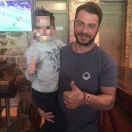 Ο Γιώργος με έναν μικρό φαν στο Avanti Cafe-Bar στις 29 Οκτωβρίου 2017 Φωτογραφία: lydia_ssinni Instagram