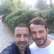 Ο Γιώργος στον Ωρωπό μαζί με τον Άκη κατά τη διάρκεια συνέντευξης με θέμα τα αδέσποτα - 3 Οκτωβρίου 2017 Φωτογραφία: gregoreszakharias Instagram