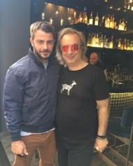 """Ο Γιώργος με τον Κωνσταντίνο Κασπίρη στα backstage του fashion shooting για την εκπομπή """"Στη Φωλιά των Κου Κου"""" του Star - 4 Οκτωβρίου 2017 Φωτογραφία: konstantinoskaspiris Instagram"""