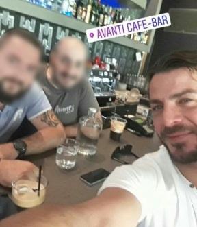 Ο Γιώργος με φανς στο Avanti Cafe-Bar στην Καισαριανή στις 5 Οκτωβρίου 2017 Φωτογραφία: lydia_ssinni Instagram