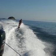 Ο Γιώργος κάνοντας Water Ski στις Κουκουναριές Σκιάθου στις 6 Οκτωβρίου 2017 Φωτογραφία: gregoreszakharias Instagram