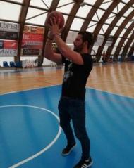 Ο Γιώργος παίζοντας μπάσκετ στη Σκιάθο στις 7 Οκτωβρίου 2017 Φωτογραφία: gregoreszakharias Instagram