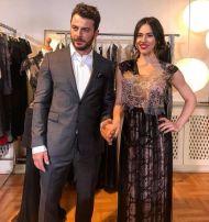 Ο Γιώργος με την τραγουδίστρια των Otherview, Έλενα Τσαγκρινού, στο ατελιέ της Λουκίας κατά τη διάρκεια φωτογράφισης για το περιοδικό ΟΚ! - 10 Νοεμβρίου 2017 Φωτογραφία: panik_entertainment_group Instagram
