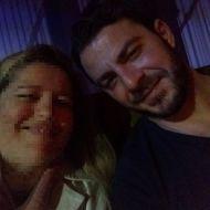 Ο Γιώργος με φαν στο Avanti Cafe-Bar στις 11 Νοεμβρίου 2017 Φωτογραφία: Anthi Aggelopoulou Facebook