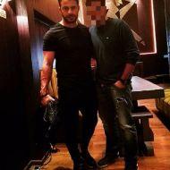 Ο Γιώργος με φαν στο Avanti Cafe-Bar στις 11 Νοεμβρίου 2017 Φωτογραφία: jim_written Instagram