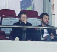 Ο Γιώργος στο γήπεδο Καραϊσκάκη όπου βρέθηκε για να παρακολουθήσει την Εθνική Ελλάδος να αγωνίζεται απέναντι στην Κροατία - 12 Νοεμβρίου 2017 Φωτογραφία: FThis