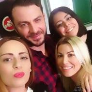 Ο Γιώργος με τις δημοσιογράφους Μαρία Κοκολάκη, Νάντια Ριγάτου και Βάσια Γρηγ. στο στούντιο του Sfera 102.2 για τη συνέντευξη με τη Ναταλία στις 13 Νοεμβρίου 2017 Φωτογραφία: marykoko Instagram