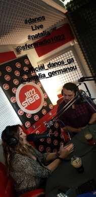 Ο Γιώργος με τη Ναταλία στο στούντιο του Sfera 102.2 για τη συνέντευξη με τη Ναταλία στις 13 Νοεμβρίου 2017 Φωτογραφία: sferaradio1022 Instagram