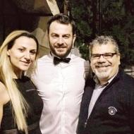 Ο Γιώργος μαζί με την επικεφαλής παραγωγής του Sigma, Δέσποινα Κολοκοτρώνη, και τον σκηνοθέτη της βραδιάς των Time Out Eating Awards, Μίλτο Χατζουλλή - 28 Νοεμβρίου 2017 Φωτογραφία: kolokotroni_d Instagram