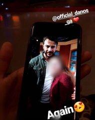 """Ο Γιώργος με φαν μετά το τέλος του γυρίσματος της σατυρικής εκπομπής """"Πρίγκιπας"""" - 29 Νοεμβρίου 2017 Φωτογραφία: sofia_fanti Instagram"""