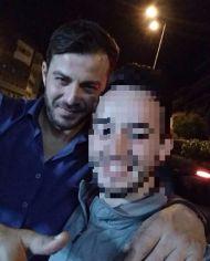 Ο Γιώργος μαζί με φαν κατά την έξοδο του στο Club 22 Live Stage στις 3 Νοεμβρίου 2017 Φωτογραφία: bill_mitsopoulos Instagram