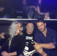 Ο Γιώργος μαζί με Λευτέρη Πανταζή και μια φίλη στο Club 22 Live Stage στις 3 Νοεμβρίου 2017 Φωτογραφία: naya_official_ Instagram