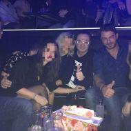 Ο Γιώργος μαζί με Λευτέρη Πανταζή και φίλους στο Club 22 Live Stage στις 3 Νοεμβρίου 2017 Φωτογραφία: newsbomb