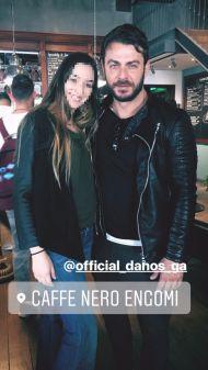 Ο Γιώργος με φαν στο Nerro Cafe στη Λευκωσία στις 30 Νοεμβρίου 2017 Φωτογραφία: mariamichael98 Instagram