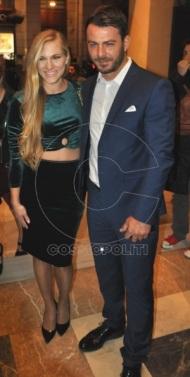"""Ο Γιώργος μαζί με την Σάρα στην πρεμιέρα της θεατρικής παράστασης """"Μαντάμ Σουσού"""" στο Παλλάς στις 31 Οκτωβρίου 2017 Φωτογραφία: cosmopoliti"""