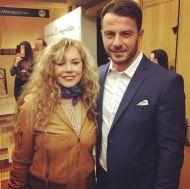 """Ο Γιώργος μαζί με την Ελένη Δήμου στην πρεμιέρα της θεατρικής παράστασης """"Μαντάμ Σουσού"""" στο Παλλάς στις 31 Οκτωβρίου 2017 Φωρογραφία: eleni.dimou IG"""