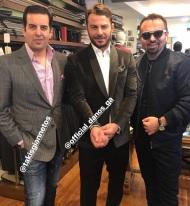 Ο Γιώργος με τον Τάκη Γιαννέτο και τον Ναπολέων Περδή στο ατελιέ του Γιαννέτου, δοκιμάζοντας κοστούμια για την επίδειξη των Miro - 5 Νοεμβρίου 2017 Φωτογραφία: napoleonperdis Instagram
