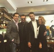 Ο Γιώργος με τον Τάκη Γιαννέτο, τον Ναπολέων Περδή και την Έλενα Γεραρχάκη στο ατελιέ του Γιαννέτου, δοκιμάζοντας κοστούμια για την επίδειξη των Miro - 5 Νοεμβρίου 2017 Φωτογραφία: takisgiannetos Instagram