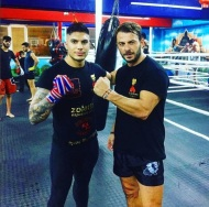 Ο Γιώργος με τον αθλητή Δημήτρη Χιώτη στο Kritikos Camp όπου βρέθηκε για προπόνηση στις 8 Νοεμβρίου 2017 Φωτογραφία: dim_chiotis Instagram