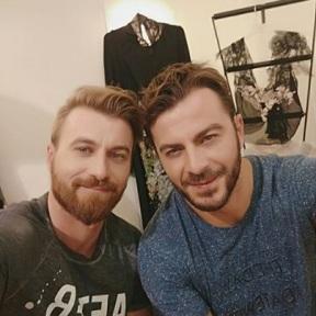 Ο Γιώργος με τον ηθοποιό Σόλων Τσούνη στο ατελιέ της Λουκίας κατά τη διάρκεια φωτογράφισης για το περιοδικό ΟΚ! - 10 Νοεμβρίου 2017 Φωτογραφία: solontsounis Instagram