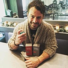 Ο Γιώργος στο Avanti Cafe-Bar με το άρωμα του Γιάννη Σπαλιάρα, Spal - 19 Δεκεμβρίου 2017 Φωτογραφία: gspaliaras Instagram