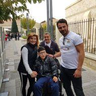 Ο Γιώργος μαζί με τον κ. Φουρλά, την κ. Παπαδοπούλου και τον Κωνσταντίνο στη φιλανθρωπική εκδήλωση για τη στήριξη οικογενειών με παιδιά που πάσχουν από κακοήθεια που έγινε στη Λεμεσό στις 23 Δεκεμβρίου 2017 Φωτογραφία: PapadopoulosVic twitter