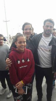 Ο Γιώργος με φανς στη φιλανθρωπική εκδήλωση για τη στήριξη οικογενειών με παιδιά που πάσχουν από κακοήθεια που έγινε στη Λεμεσό στις 23 Δεκεμβρίου 2017 Φωτογραφία: Vasiliki Giorgalla_ Facebook