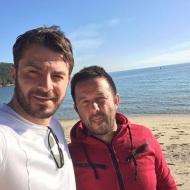 Ο Γιώργος μαζί με τον φίλο του Πάνο στις Κουκουναριές στη Σκιάθο στις 26 Δεκεμβρίου 2017 Φωτογραφία: gregoreszakharias Instagram