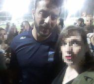 """Ο Γιώργος με φαν στο γήπεδο Εργάνης """"Δημήτρης Νικολαΐδης"""" στον Βύρωνα για τον φιλανθρωπικό αγώνα προς ενίσχυση του μικρού Παναγιώτη - 4 Δεκεμβρίου 2017 Φωτογραφία: angeladouka Instagram"""