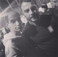 """Ο Γιώργος με φαν στο γήπεδο Εργάνης """"Δημήτρης Νικολαΐδης"""" στον Βύρωνα για τον φιλανθρωπικό αγώνα προς ενίσχυση του μικρού Παναγιώτη - 4 Δεκεμβρίου 2017 Φωτογραφία: kostantis03 Instagram"""