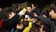"""Ο Γιώργος με φανς στο γήπεδο Εργάνης """"Δημήτρης Νικολαΐδης"""" στον Βύρωνα για τον φιλανθρωπικό αγώνα προς ενίσχυση του μικρού Παναγιώτη - 4 Δεκεμβρίου 2017 Φωτογραφία: sport24"""